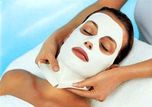 На фото: Альгинатная маска в домашних условиях