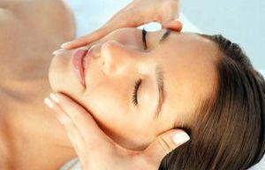 На фото: Классический массаж лица - видео