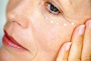 На фото: Маски для кожи вокруг глаз от 40 лет