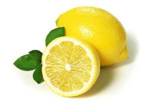 На фото: Омолаживающие маски для лица в 50 лет с лимоном
