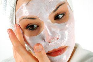 На фото: Омолаживающие маски для лица после 40 лет