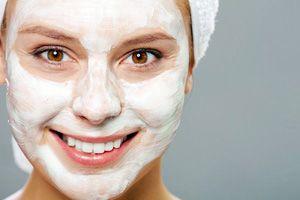 На фото: Увлажняющие маски для кожи лица