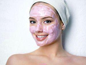 На фото: Увлажняющая маска в домашних условиях