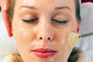 На фото: Маска для лица из желатина
