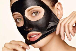 На фото: Маска для лица желатин и уголь активированный