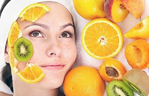 На фото: Маска для лица с фруктовыми кислотами
