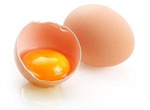На фото: Маски для лица из яйца