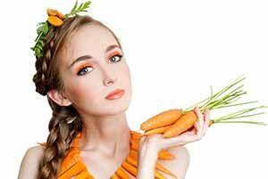На фото: Морковная маска для лица от прыщей