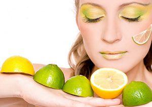 На фото: Отбеливающие маски для лица с лимоном