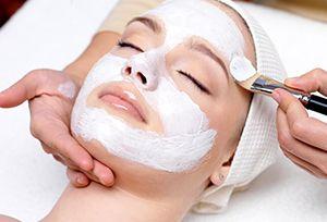 На фото: Отбеливающие маски для лица