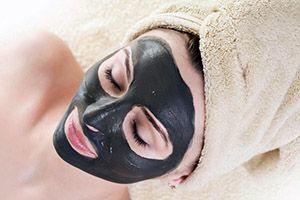 На фото: Грязевые маски для лица