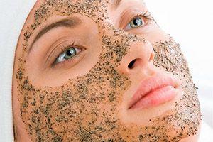 На фото: Кофейная маска для лица