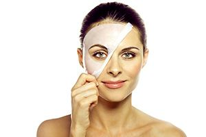 На фото: Коллагеновая маска для лица