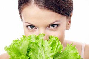На фото: Маска для лица из капусты