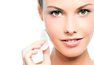 На фото: Маска-пилинг для лица