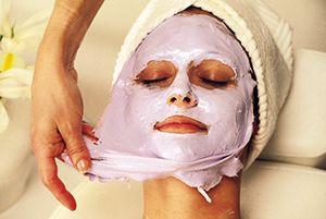 На фото: Парафиновая маска для лица в домашних условиях