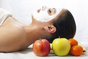 На фото: Маски для лица из яблок